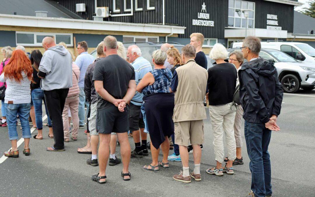 Folk står i kø ved indgangen til Løkken Antikmesse 2019.